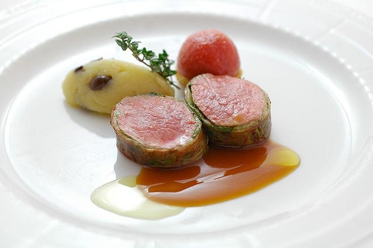 Roast fillet of lamb in a green coat, with Munster valley-style potatoes,  black olives and thyme